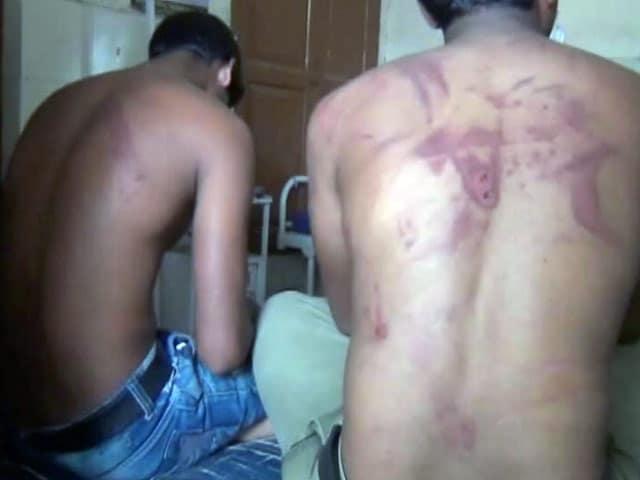 Video : महाराष्ट्र : वाहन से ओवरटेक करने पर दो दलित युवकों की बेरहमी से पिटाई