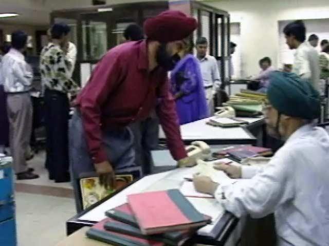 Videos : इंडिया 7 बजे : केंद्रीय कर्मचारियों को अगले महीने से मिलेगी बढ़ी तनख्वाह