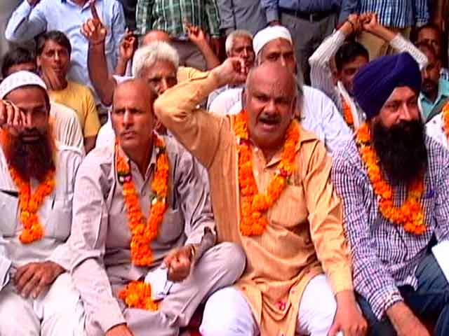 Video : Commuters Suffer As Delhi's Auto, Taxi Unions Strike Against App-Based Cab Services