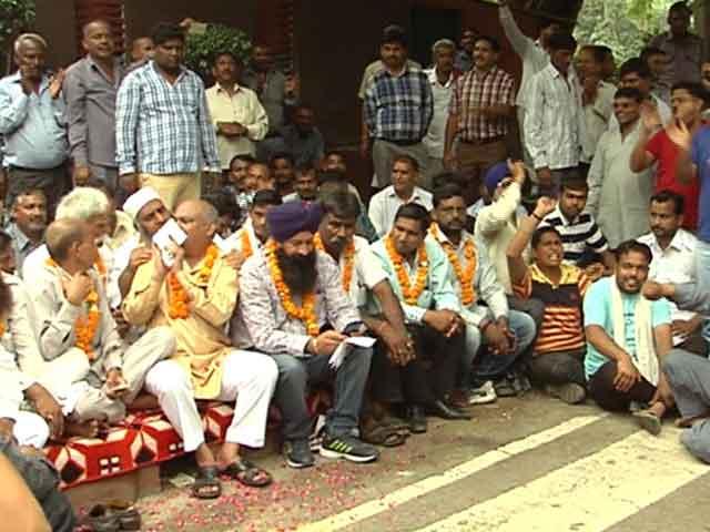 Videos : दिल्ली : हड़ताल के मुद्दे पर ऑटो यूनियनों में फूट