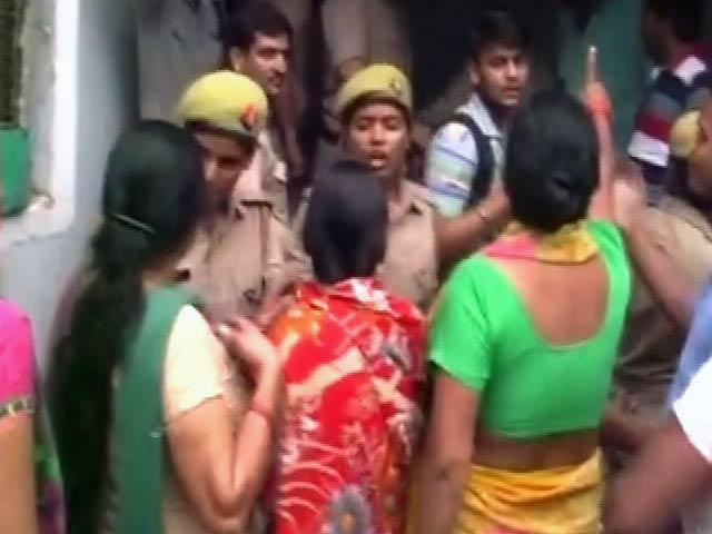 Videos : गाजियाबाद में बच्ची ने की आत्महत्या
