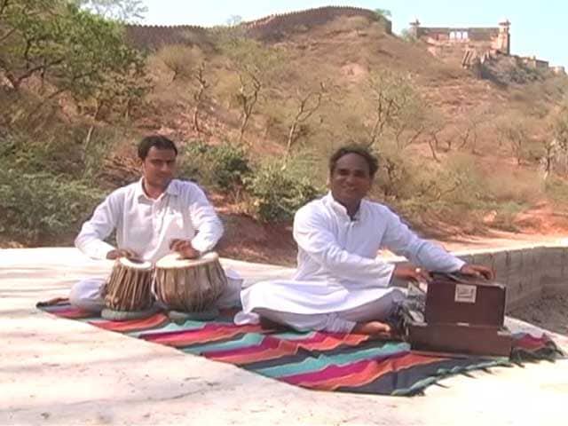 Video : With 'Kesariya Balam' This Young Singer Begins Maand Project