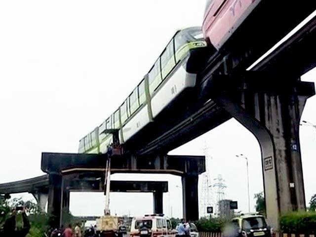 Video : मुंबई : मोनोरेल में खराबी, खंभे पर ही फंसी