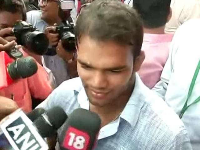 Videos : पीएम मोदी से मिले नरसिंह यादव