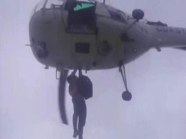 Video : Coast Guard Chopper Rescues 28 People Stranded In Gujarat Flash Floods