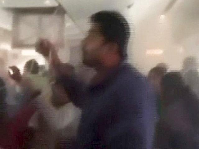 Videos : सचमुच बेहद डरावना था क्रैश लैंडिंग से पहले विमान के अंदर का नजारा