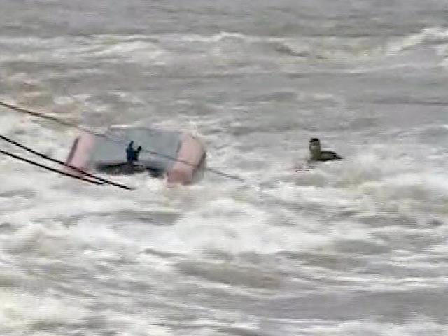 Video : महाराष्ट्र के महाड में बचावकार्य में लगी NDRF की टीम बड़े हादसे से बची