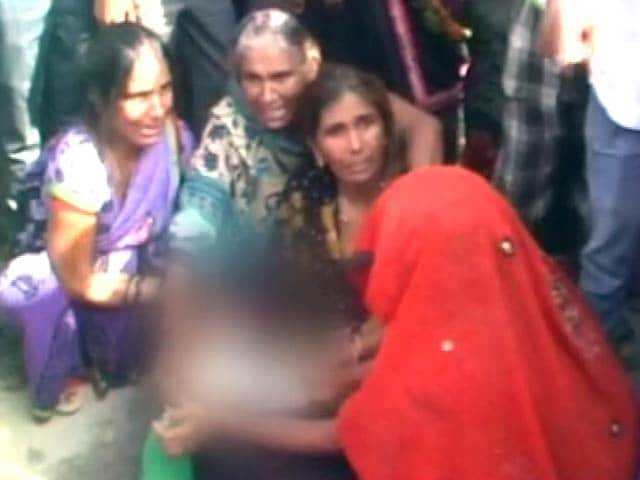 Video : Denied Bribe, UP Police Allegedly Beat Up 2 men, Drown Them In Pond