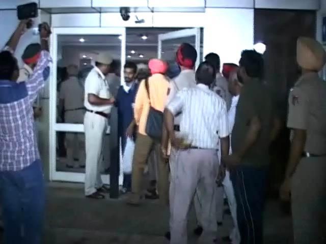 Videos : बाइक सवारों की गोली से घायल RSS नेता जगदीश गगनेजा की हालत नाजुक