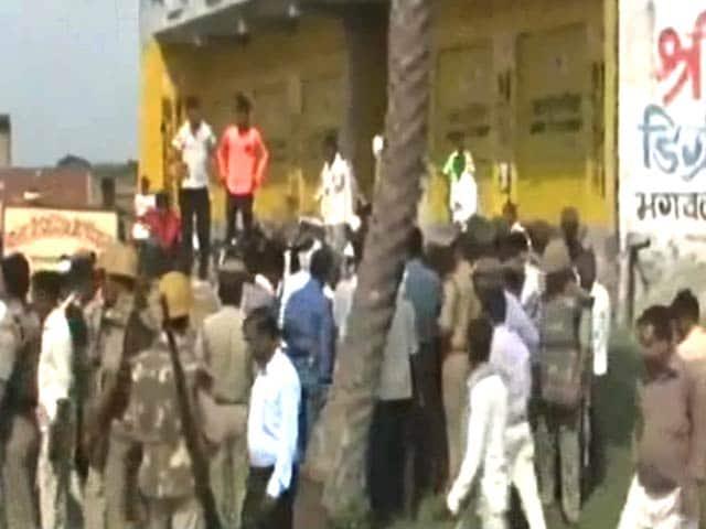 Videos : मैनपुरी में रिश्वत न देने पर पिटाई मामले में पुलिसवालों पर हत्या का केस दर्ज