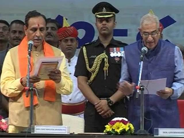 Video : Vijay Rupani Takes Oath With 24 Ministers, Drops 9 From Anandiben's Team