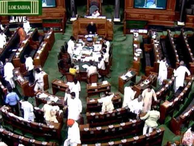 Videos : लोकसभा : गौरक्षा मुद्दे पर कांग्रेस ने सदन से किया वॉकआउट