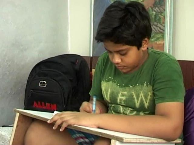 Videos : एक छात्र की पीएम को चिट्ठी, लिखा - 'मोदी अंकल मेरी बस छोड़ दो प्लीज़'