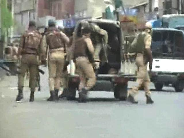 Video : 5 Terrorists At Srinagar's Nowhatta Dead. Encounter Claims Officer's Life