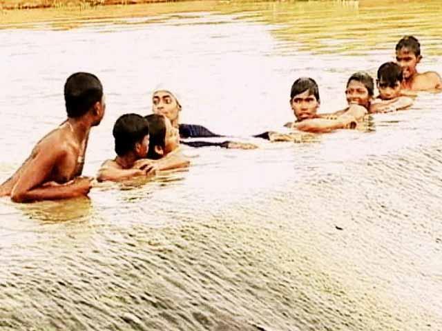 Videos : झारखंड में बंद पड़े हैं स्विमिंग पूल, डैम में हो रही है तैराकी की तैयारी