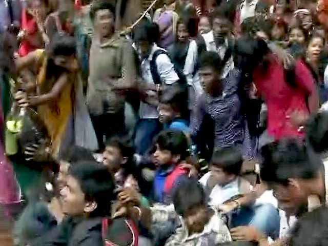 Videos : बेंगलुरु में एबीवीपी ने एमनेस्टी के खिलाफ किया प्रदर्शन