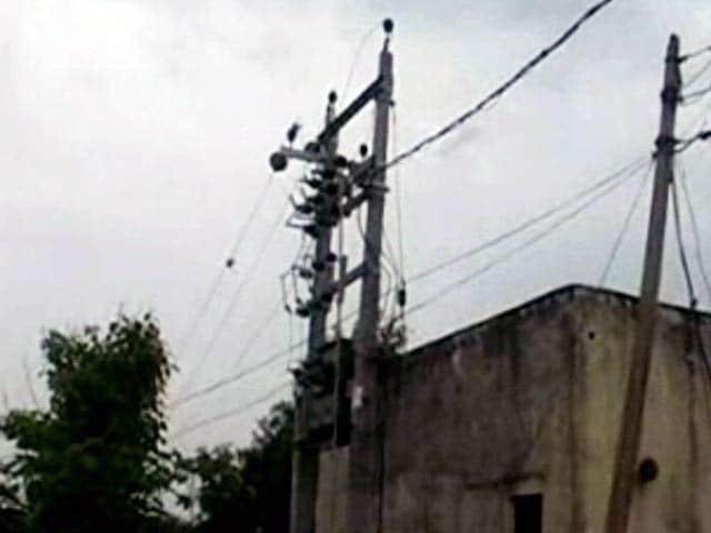 Video : प्रधानमंत्री के दावे से उलट नगला फतेला गांव में नहीं पहुंची बिजली