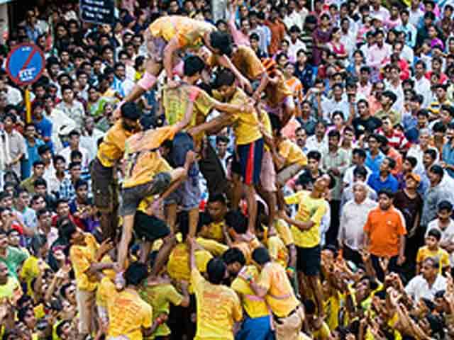 Videos : महाराष्ट्र : 'दही हांडी' उत्सव में नाबालिग गोविंदाओं की 'नो एंट्री'