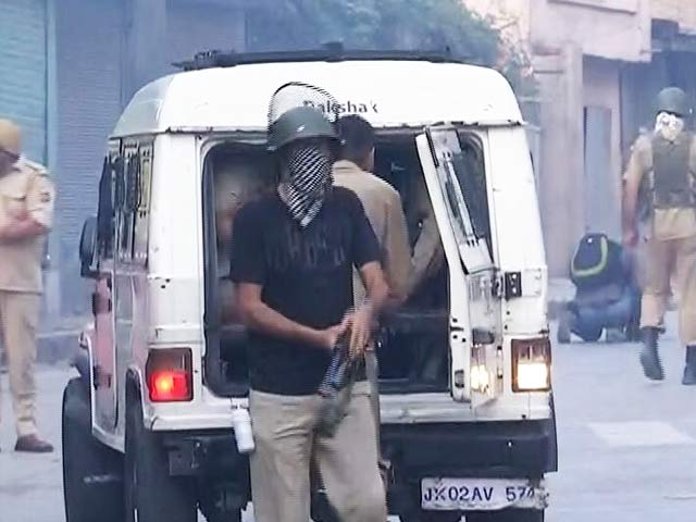 Video : From Ground Zero Kashmir: Why Are Policemen Scared To Reveal Their Identity