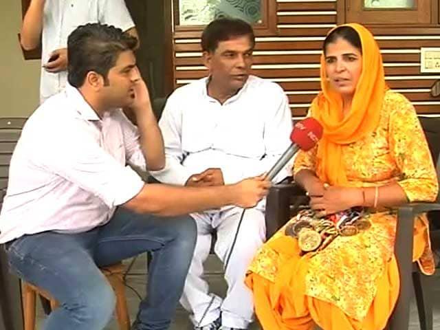 Videos : साक्षी मलिक के माता-पिता ने एनडीटीवी से जाहिर की खुशी