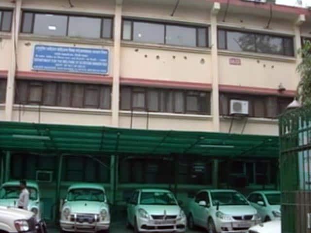 Videos : दिल्ली महिला आयोग के दफ्तर पर एसीबी का छापा