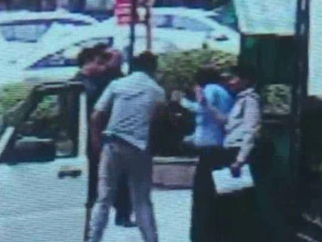 Video : On Camera, Minister Mahesh Sharma's Staff Slaps Guard Who Stopped His Car