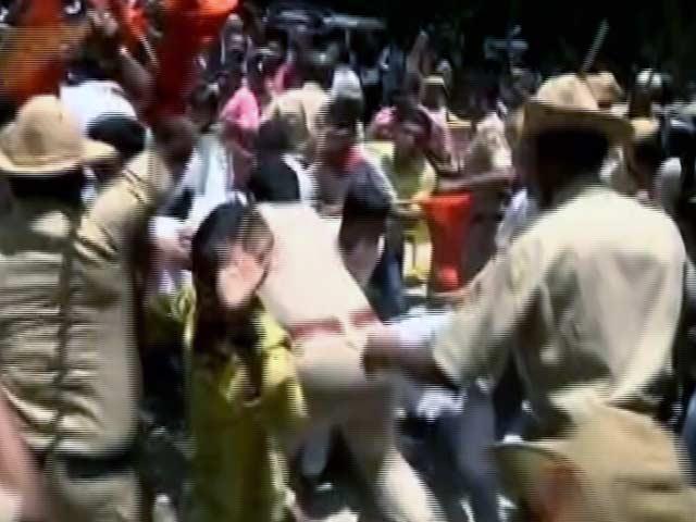Videos : एमनेस्टी इंटरनेशनल के खिलाफ देशद्रोह का केस दर्ज होने के बाद प्रदर्शन