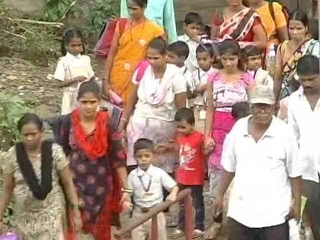 Video : 'Uncle Save Us!' Mumbai Schoolchildren Send SOS To Suresh Prabhu