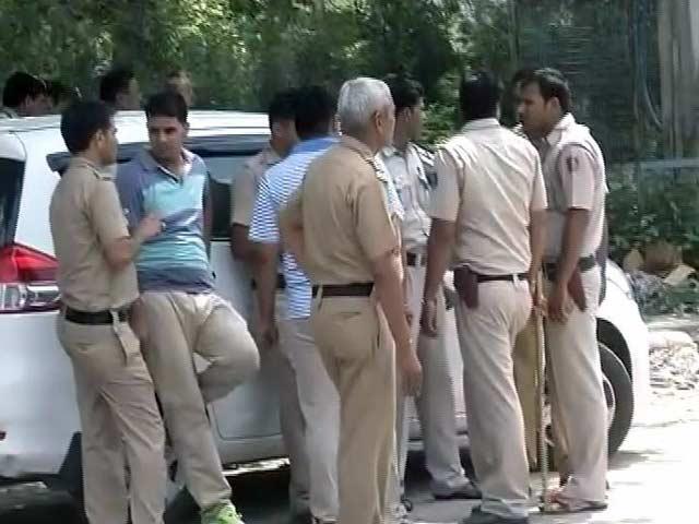 Videos : दिल्ली के रोहिणी में बदमाशों और पुलिस के बीच फायरिंग, 5 बदमाश गिरफ्त में