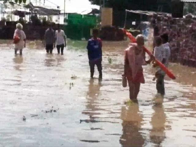 Videos : यूपी में बारिश की वजह से बाढ़ जैसे हालात, गंगा खतरे के निशान से ऊपर