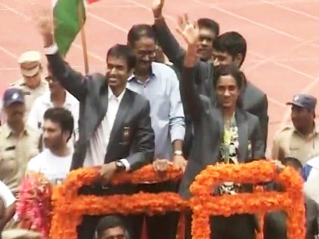 Video : PV Sindhu Takes Victory Lap at Hyderabad Stadium As Thousands Cheer