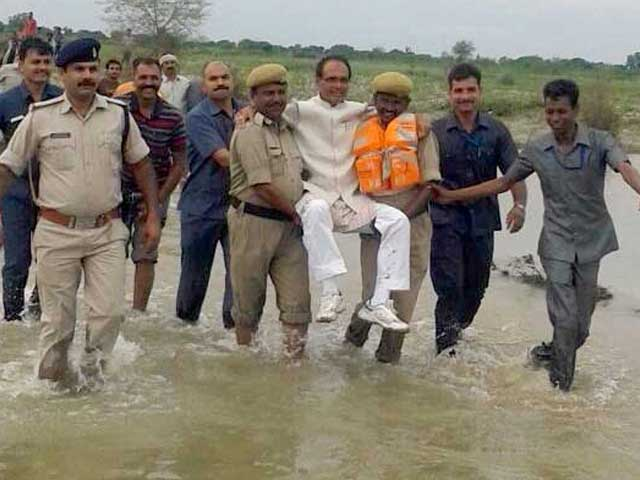 Video : 'Before I Realised, Cops Picked Me Up': Shivraj Chouhan On Flood Picture
