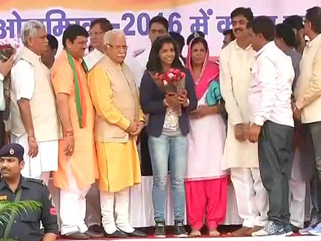 Video : Harayana Chief Minister Felicitates Bronze Medallist Sakshi Malik