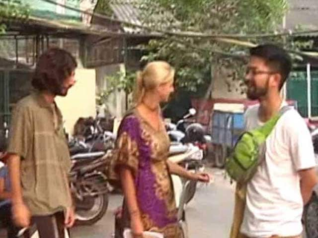 Video : Gang Takes Foreign Tourists For A Ride, Lies About Curfew In Delhi