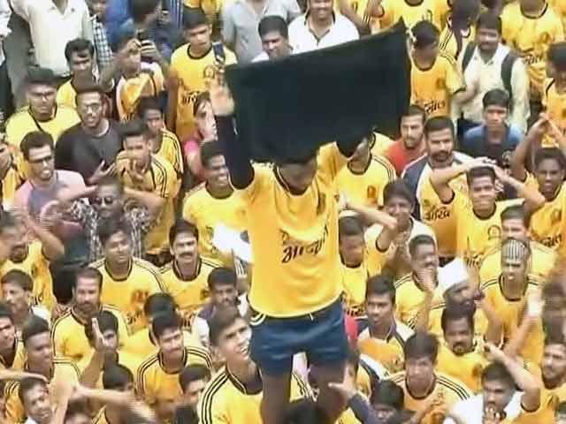Videos : दही-हांडी : उत्सव पर भारी पॉलिटिक्स