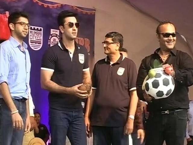 Video : Ranbir Kapoor Celebrates Janmashtami With Fans