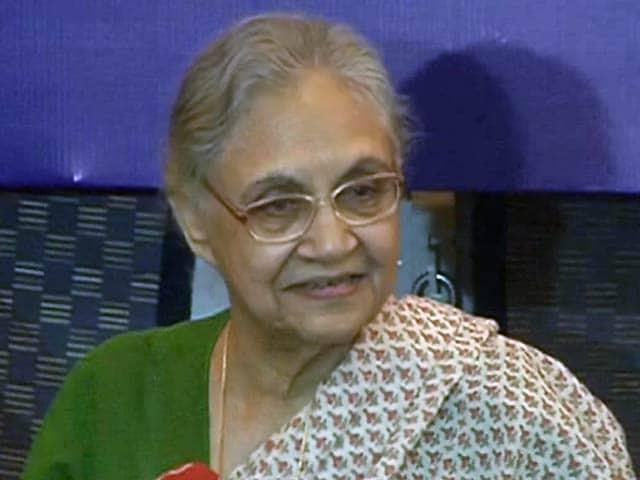 Videos : टैंकर घोटाले में पूछताछ के लिए शीला दीक्षित के घर पहुंची एसीबी