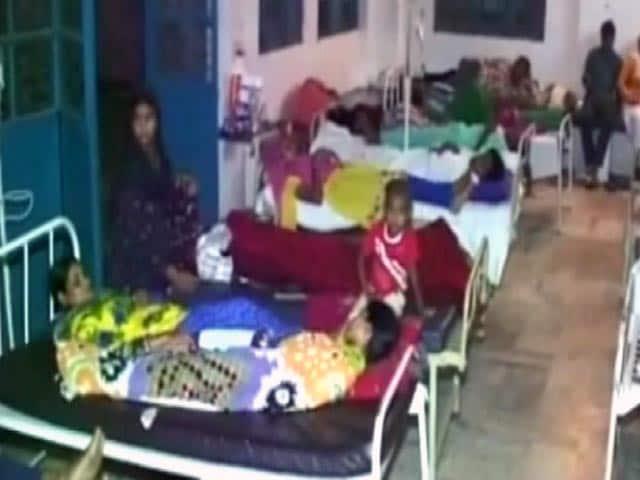 Videos : मुरादाबाद : बारिश और बाढ़ की वजह से फैल रहीं बीमारियां, झोलाछाप डॉक्टर कर रहे हैं इलाज