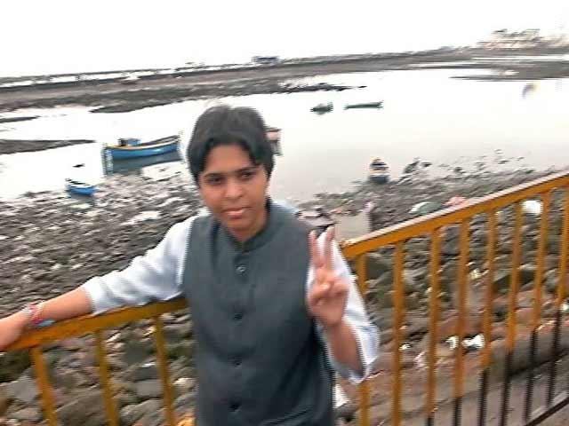 Video : तृप्ति देसाई ने हाजी अली दरगाह पर चादर चढ़ाई, बोलीं- अब सबरीमाला के लिए आंदोलन तेज होगा