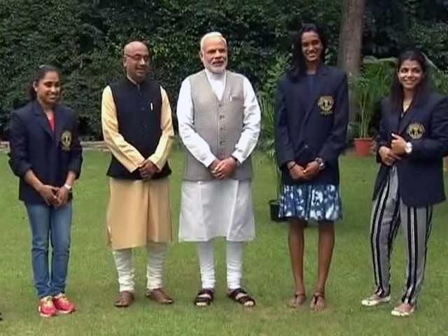 Videos : प्रधानमंत्री नरेंद्र मोदी से मिले रियो ओलिंपिक के चैंपियन