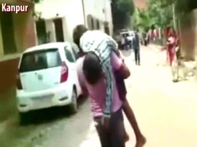 Video : 12-Year-Old Died On Father's Shoulder, Carried From Hospital To Hospital In Kanpur
