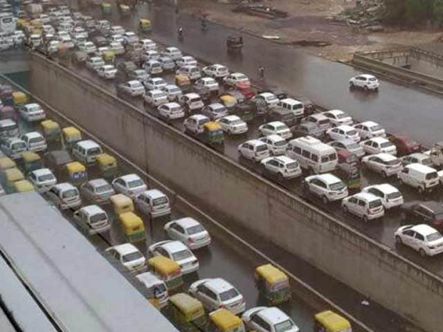 Video : Heavy Rain Causes Rush Hour Chaos In Delhi, Gurgaon