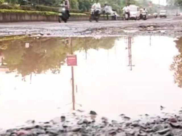 Video : 190 New Roads Develop Potholes In Bhopal, Civic Body Investigates