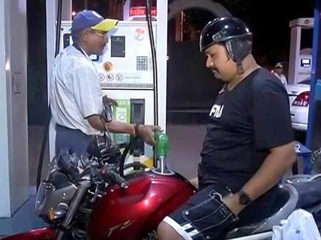 Video : पेट्रोल 3.38 रुपये, तो डीजल 2.67 रुपये प्रति लीटर महंगा हुआ