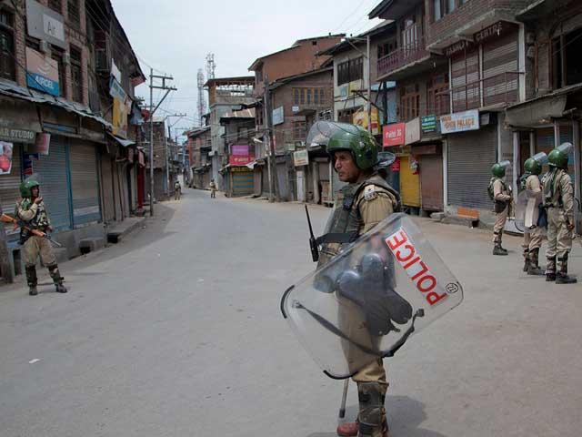 Videos : घाटी के कुछ इलाकों से झड़प की खबर