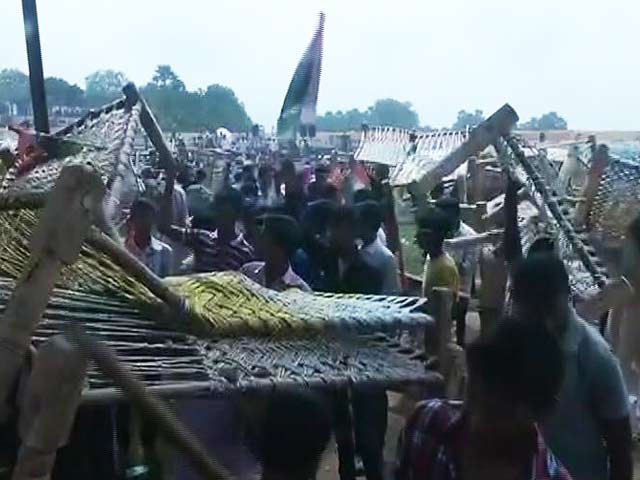 Video : They Came To See Rahul Gandhi, Left With Cots. 2,000 Of Them.