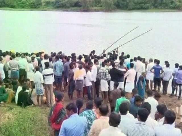 Video : कर्नाटक : शिमोगा में गणेश विसर्जन के दौरान हादसा, तुंगभद्रा नदी में 12 लोग डूबे