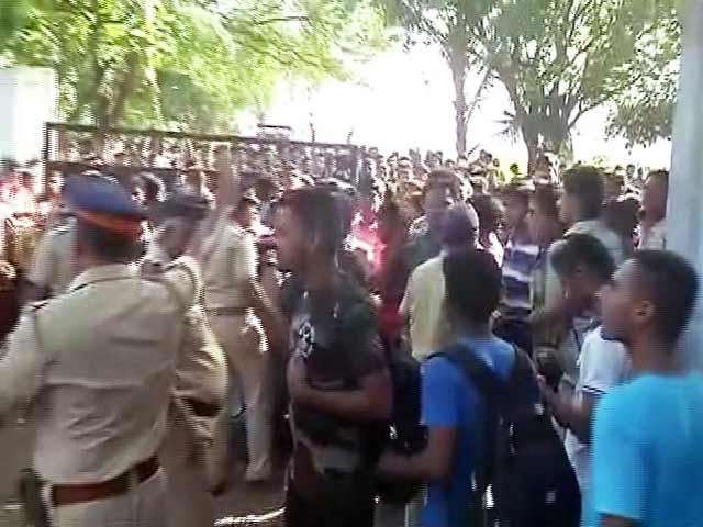 Video : मुंबई : मलाड में नेवी बेस में बहाली के दौरान मची भगदड़