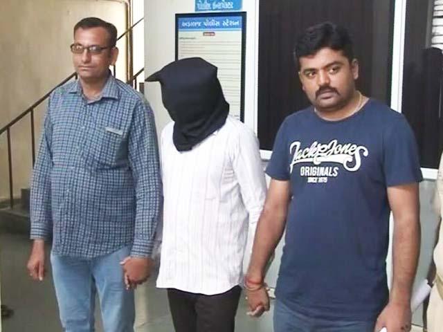 Video : गुजरात : अस्पताल में मरीज़ से रेप, डॉक्टर, वॉर्ड ब्वॉय गिरफ्तार