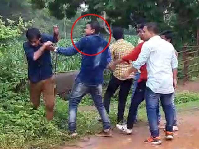 Video : रोडरेज के मामले में बीजेपी नेता का बेटा युवक की पिटाई करते कैमरे में कैद